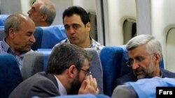 سعید جلیلی، مذاکرهکننده ارشد هستهای ایران (سمت راست، جلو).