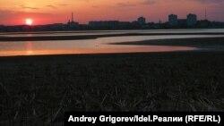 Волга в районе речного порта в Казани