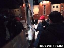 Арест активистки после суда