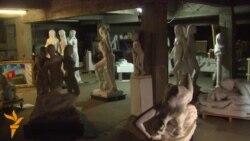 Чотири фури скульптур – у шкільному підвалі