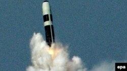 Испытание ракеты британскими военнными на побережье американского штата Флорида в октябре 2005 года. Иллюстративное фото.