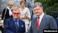 Элтон Джон на встрече в Киеве 11 сентября с украинским президентом Петром Порошенко