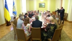 Порошенко встретился с родственниками украинских политзаключенных (видео)