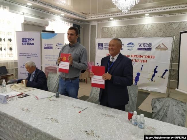 Иван Милых и Жамалидин Ишанкулов после подписания соглашения о сотрудничестве.