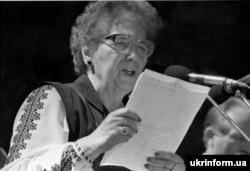 Ярослава Стецько любила носити вишиванку