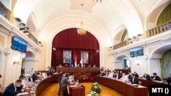 A Fővárosi Közgyűlés ülése, középen Karácsony Gergely főpolgármester a Városházán 2020. szeptember 30-án.