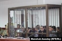 """Подсудимые по """"Хоргосскому делу"""" в первый день слушаний. Алматы, 20 июня 2013 года."""