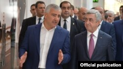 Armenia - President Serzh Sarkisian (R) and Russian-Armenian businessman Samvel Karapetian inaugurate a new shopping mall in Yerevan, 13Nov2017.