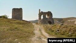 На руинах Византии: древняя крепость Каламита (фотогалерея)
