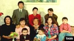 Семья Нурсултана Назарбаева в 1992 году. Архивное фото