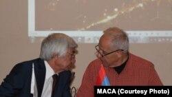 Arhitektorlar bileleşiginiň halkara assosiasiýasynyň ozalky we häzirki prezidentleri Ata Kurbanliýew (çepde) we Mkrtyç Minasýan (sagda)
