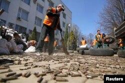 """Бывшее здание СБУ Украины в Донецке, а ныне - """"МГБ ДНР"""", фото весны 2014 года"""