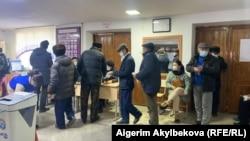 Гласачко место на изборите во Киргистан.