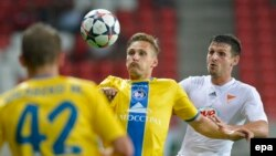 Krivets Sergei (center) of BATE Borisov of Belarus challenges Laszlo Zsidai (right) of Debreceni VSC of Hungary for the ball during their Champions League first leg third qualifying round match in Nagyerdei Stadium in Debrecen in late July. With its home win on August 5, BATE Borisov advanced.