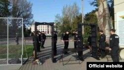 Установленные у Куликова поля металлоискатели, Одесса, 2 мая 2017 (фото с сайта МВД)