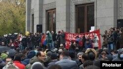 Тазоҳургарон дар Ереван, 21 ноябр, 2020.