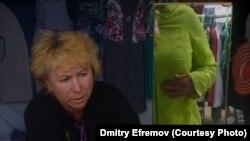 Тетя Люба торгует на Бостеринской ярмарке уже много лет.