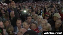 Сустрэча кіраўніка Жодзіна з работнікамі БелАЗ падчас пратэстаў на заводзе. 13 жніўня 2020 году.