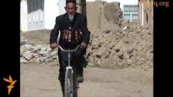 90 жастағы велосипедші