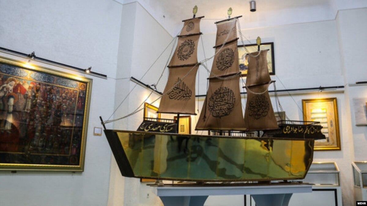 رونمایی از «کشتی قرآنی مطلا» در قم؛ واکنش منفی کاربران فضای مجازی