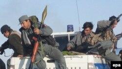 پلیس افغانستان، کمکان برای مقابله با طالبان تلفات می دهد.