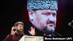 Глава Чечни Рамзан Кадыров на фоне портрета своего отца Ахмата Кадырова