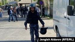 Қырғызстанның Көк-Таш ауылында жүрген әскерилер. 29 сәуір 2021 жыл.