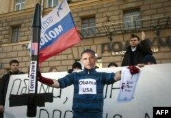 Moskvada ABŞ səfirliyi önündə etiraz - 2011