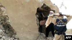 اسلامگراها در حال تخریب یک مکان مقدس در تیمبوکتو