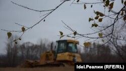 Уничтожение зеленой зоны берега Казанки за стадионом началось осенью.