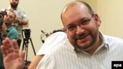 ჯეისონ რეზიანი თეირანში გამართული პრესკონფერენციის დროს, 2013 წლის სექტემბერში.