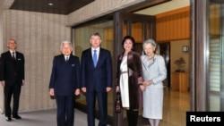 Жапан императору Акихито президент Атамбаев менен.