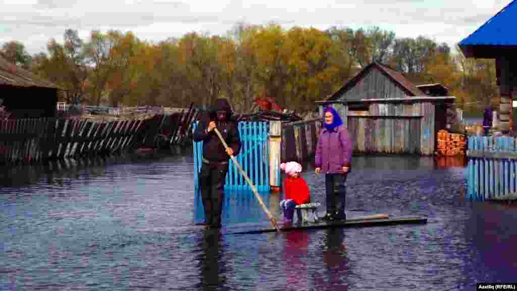 Russia -- Flooding in Ebargul village of Omsk region, Russia, 8May2015
