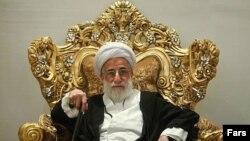 احمد جنتی گفته است که روی کار آمدن افراد غیرمسلمان در مناطق مسلماننشین «خلاف موازین شرع» است.