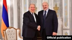 Встреча Армена Саркисяна (слева) и Александра Лукашенко в Минске, 30 октября 2018 г.