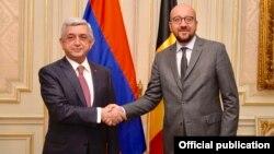 Президент Армении Серж Саргсян (слева) и премьер-министр Бельгии Шарль Мишель.