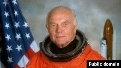 Американский астронавт Джон Гленн - самый пожилой человек, когда-либо летавший в космос