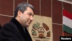 Тәжікстанның Ислам өркендеу партиясы лидері Мухиддин Кабиридің парламент сайлауында дауыс берген сәті. Душанбе, 28 ақпан 2010 жыл.