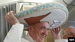 Папа римский Франциск во время визита в Мексику