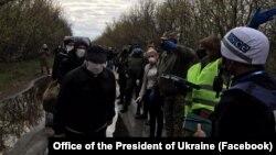 16 квітня Офіс президента повідомив, що на Донбасі з полону звільнили 20 українців