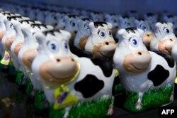 Шоколадови крави, произведени от най-старата швейцарска шоколадова фабрика Cailler