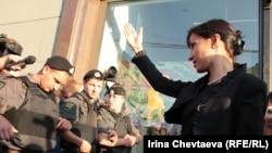 День гнева проводится оппозиционерами с 2009 года. В этот раз власти Москвы впервые официально разрешили проведение этого мероприятия (На фото: запрещенный День гнева 12 августа 2011 года)
