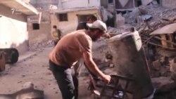 Banorët e Alepos e shndërrojnë plastikën në benzinë