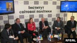 Учасники дискусії «Україна в Європі: які перспективи після виборів?», Київ, 1 лютого 2010 року