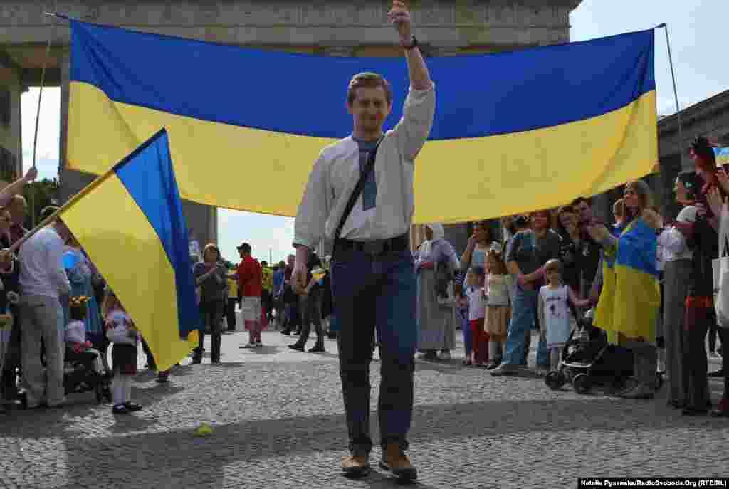 Демонстрація вишиванок та українські мелодії привернули увагу містян і гостей міста
