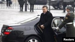 Виктор Янукович прибыл в резиденцию президента Украины.