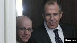 Министр иностранных дел России Сергей Лавров со своим алжирским коллегой Мурадом Меделси, 13 декабря 2011