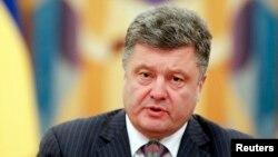 Ուկրաինայի նախագահ Պետրո Պորոշենկոն Անվտանգության խորհրդի նիստի ժամանակ, Կիև, 16-ը հունիսի, 2014թ․