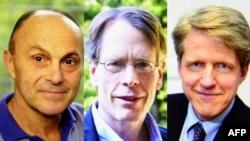 2013 елда Икътисад өлкәсендә Нобель бүләге ияләре (с-у): Ларс Питер Һансен, Юджин Фама һәм Роберт Шиллер