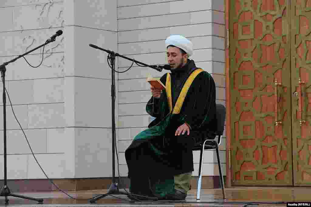 Quran oquğan imam